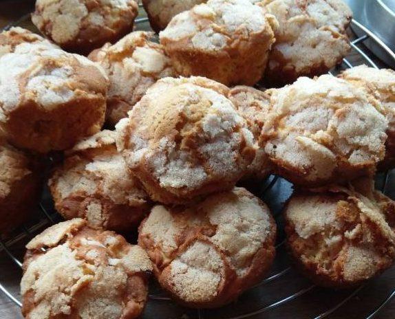 Einfache Apfelmuffins mit Zimtkruste