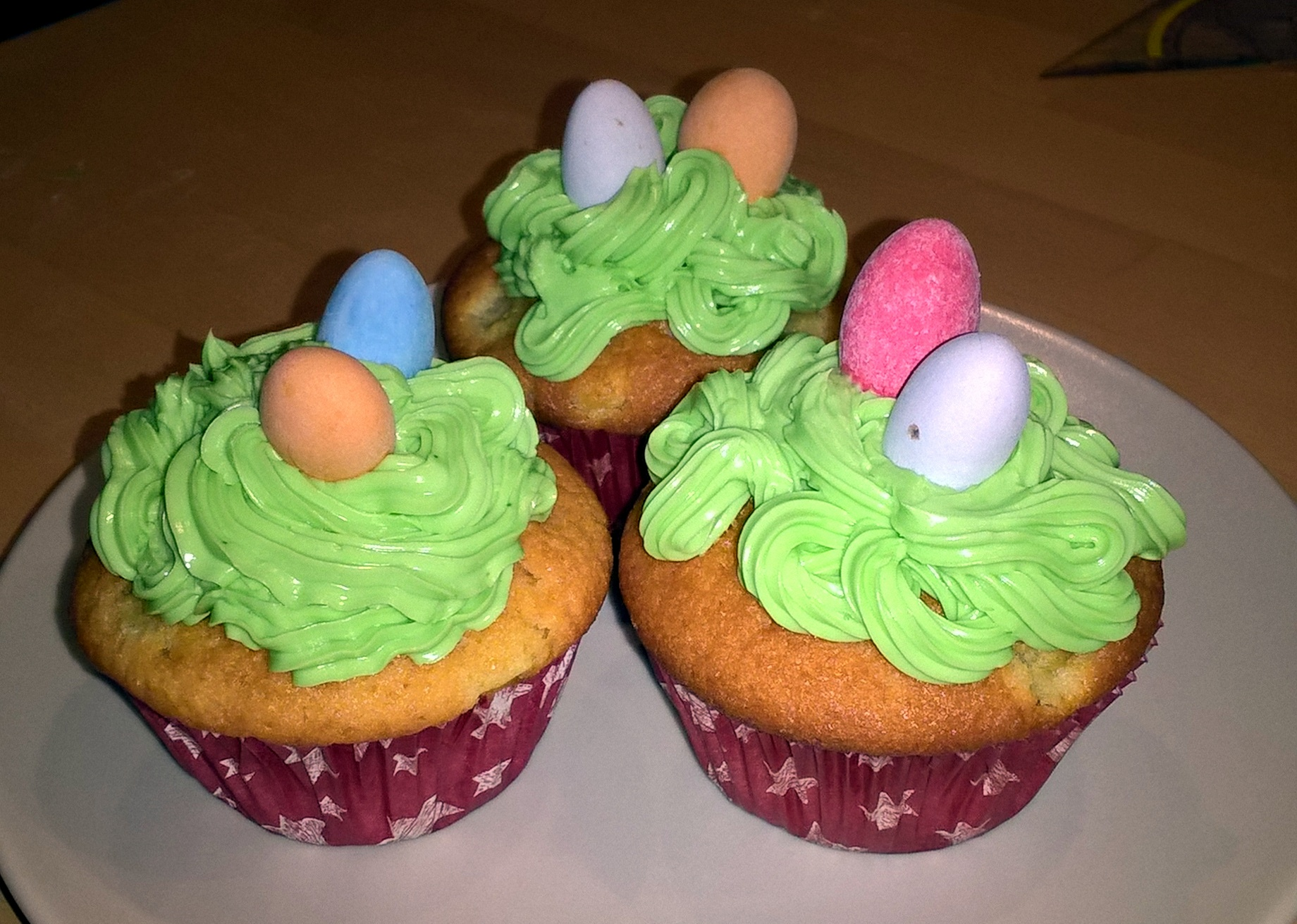 Leckere Osternest-Cupcakes mit Buttercrème-Topping