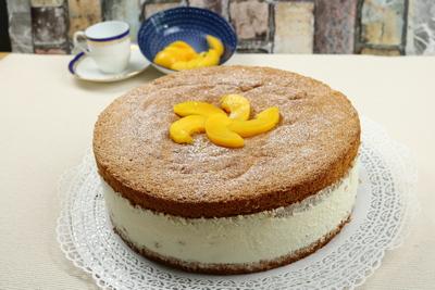 Käse- Sahne- Torte mit Pfirsich